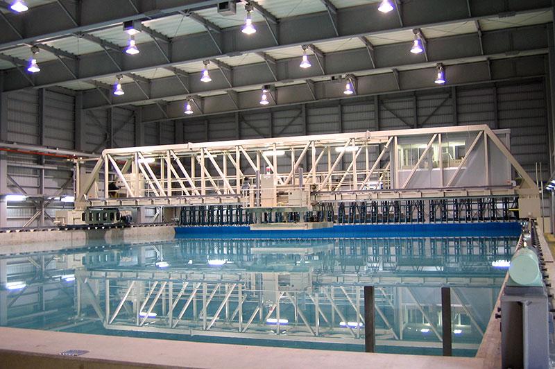 舶運動性能試験水槽