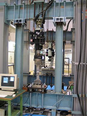 多目的構造・材料強度試験機